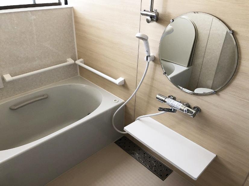 【リフォーム事例】変形の浴室をパネル貼りでカバー